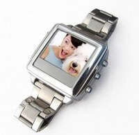 and retail 2GB 1.5 inch TFT Camera Watch