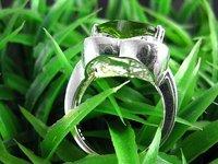 Кольцо silver plated fashion ring.peridot green stone