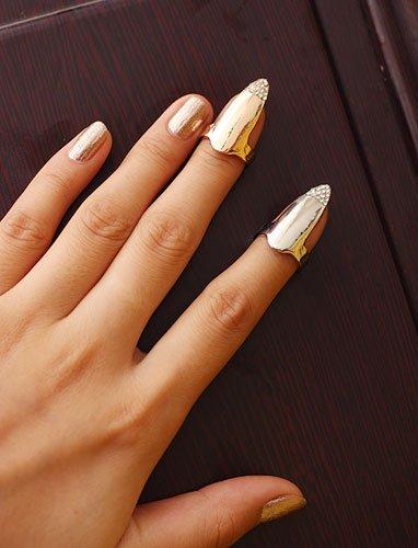 Кольцо на ногтях