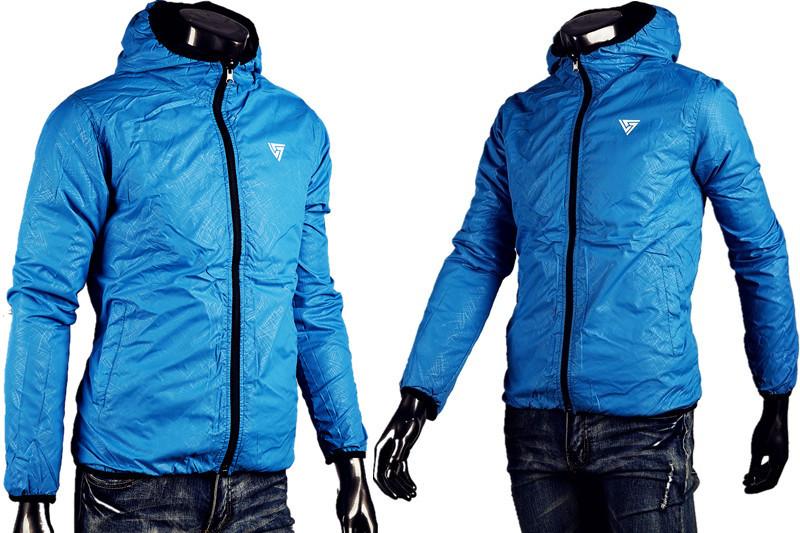 Описание: Лёгкая весенняя мужская куртка, на тёплую весну и осень. . Сшита из непромокаемого материала