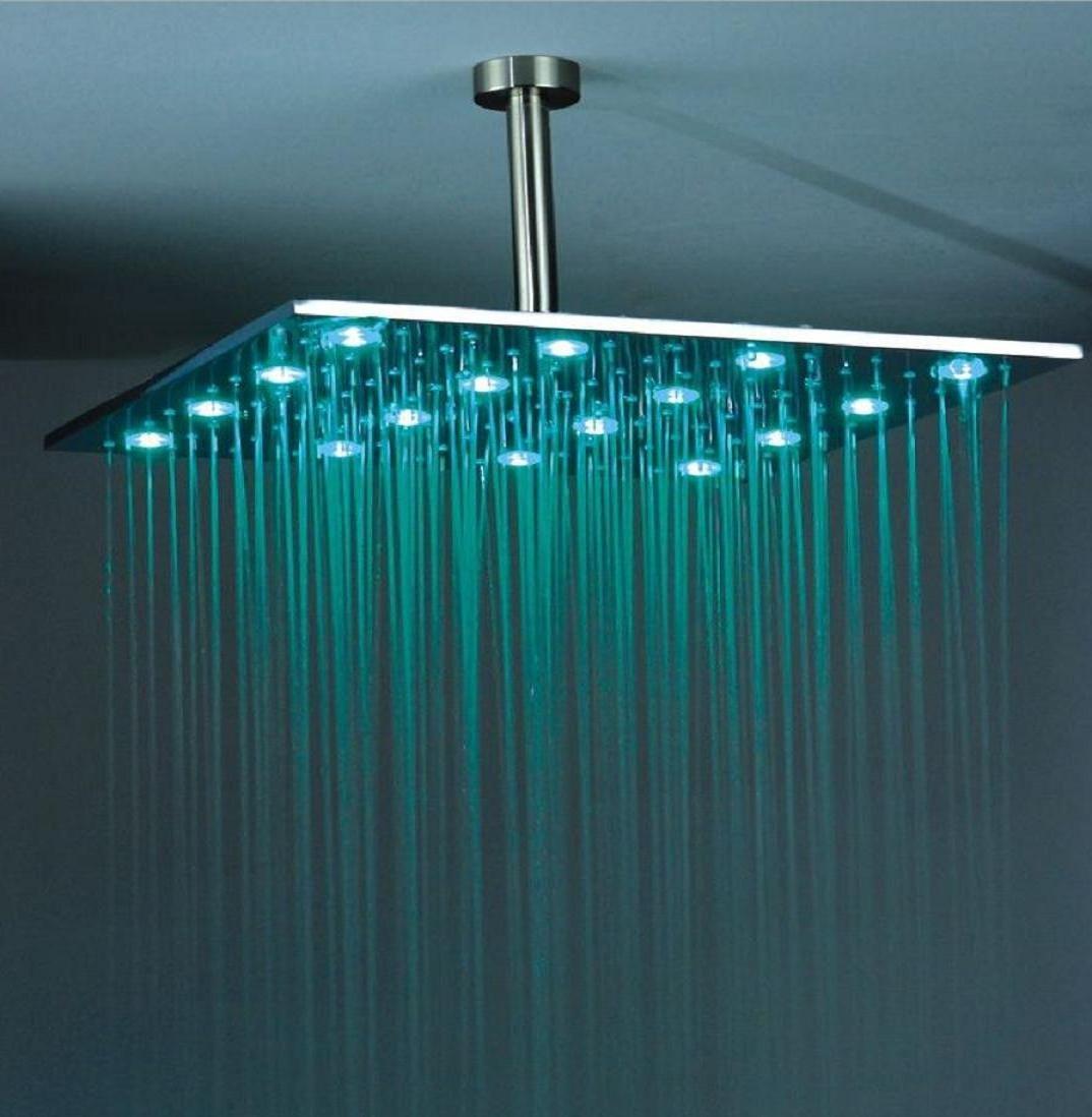 Baños & Estilos: Duchas modernas con tecnologia LED