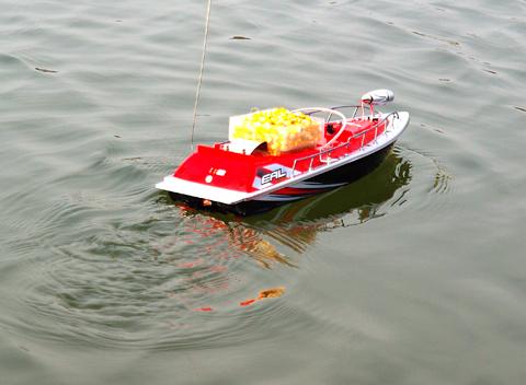 корабль для завоза прикормки
