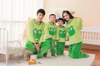 Одежда и Аксессуары Z834] New 2013 winter Home clothing flannel frog pajamas for men, women, children /family sets green/couple pajamas