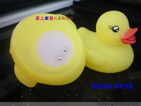 Wholesale Free Shipping 5pcs/Lot New Baby Bath Toys Multi Color LED Auto Changing Duck