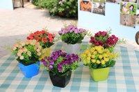 Цветочные горшки и плантаторов