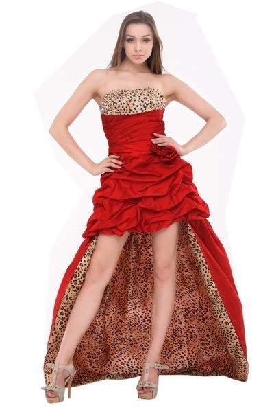 Красное платье со шлейфои и леопардовой подкладкой