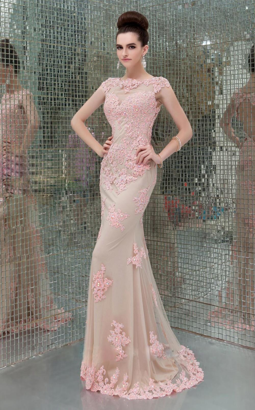 Vestido rosa coral de noche