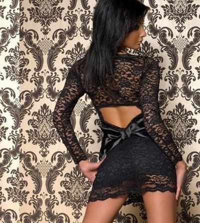 Фото девушек сзади в черном платье
