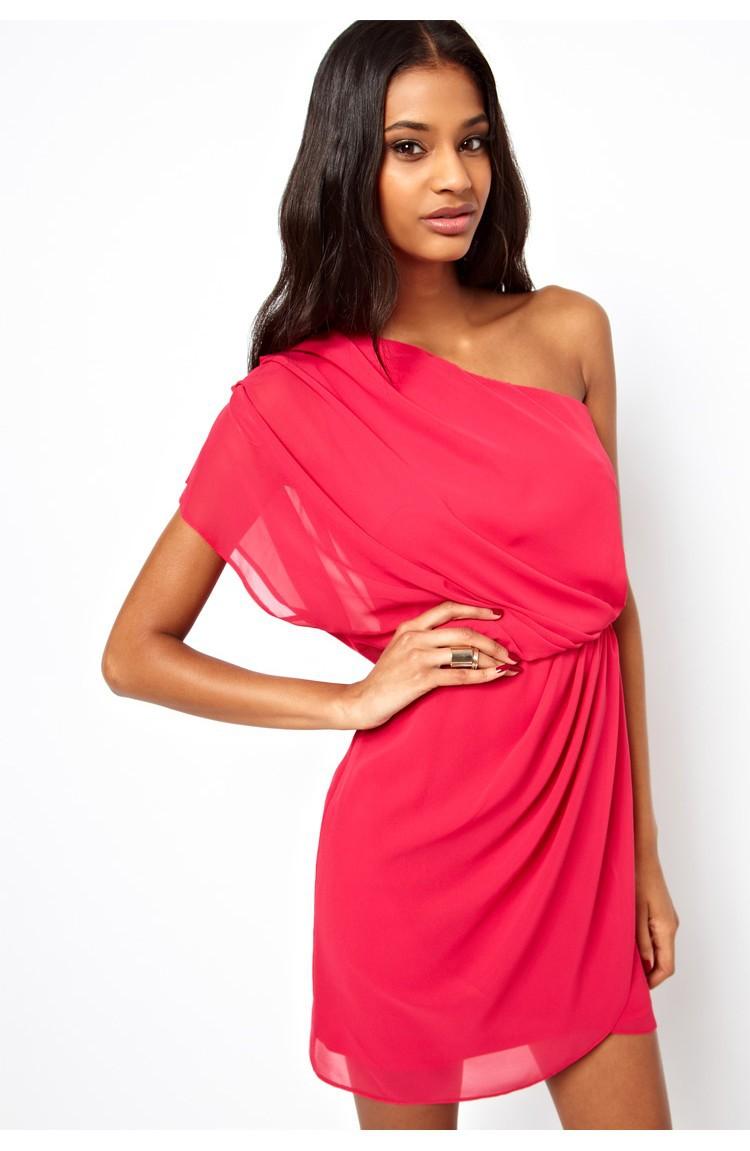Платье на одно плечо 2016