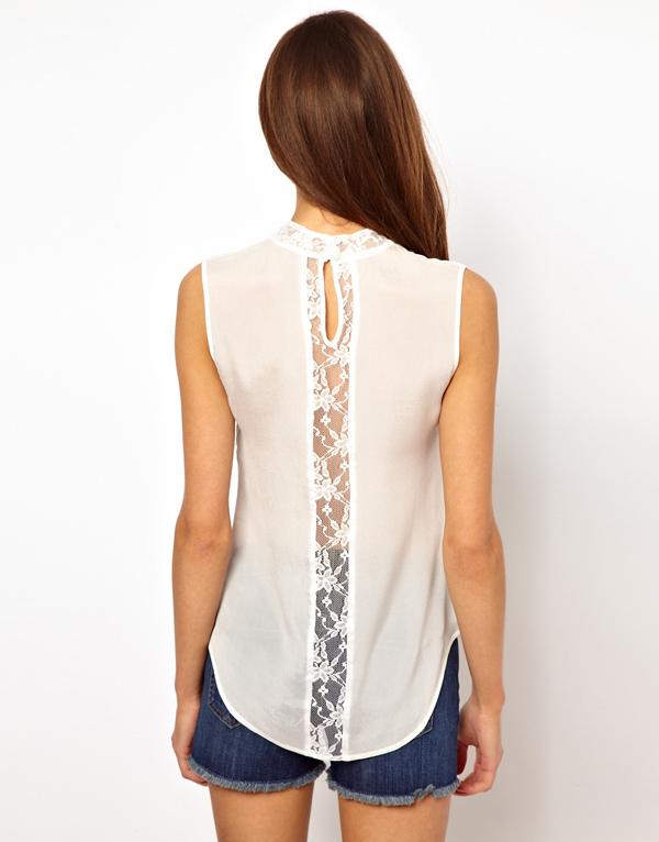Блузка с кружевом на спине