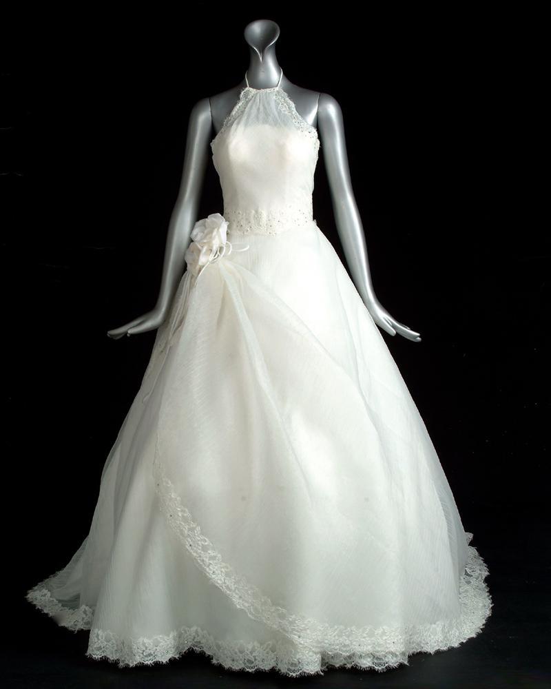 تشكيله من فساتين الزفاف والسواريه ..