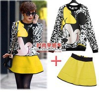 Cartoon_broad_based_fashion_sweater_zipper_skirt_suit_in_Europe_stand_spring_201