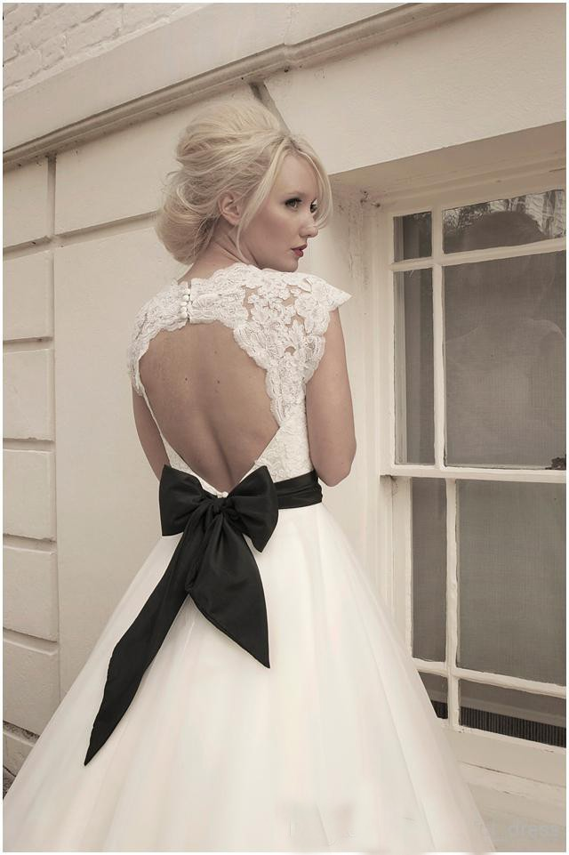 vintage-lace-cap-sleeves-tulle-puffy-wedding