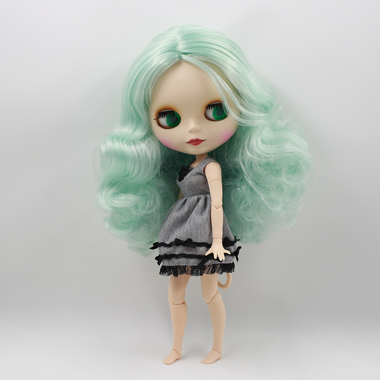 Nude boneca blythe doll with light green hair...