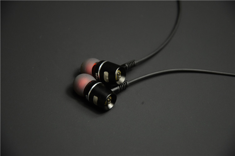 fashion cool earphones with quality cable and 3