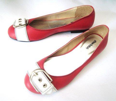 أحذية مريحة جدا Red_Belty_Flat_Shoes.jpg