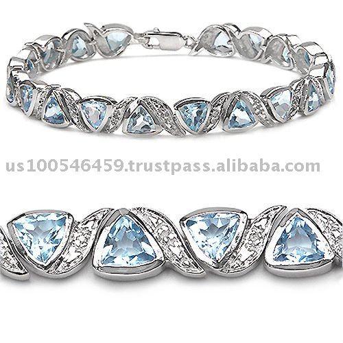 И на сегодняшний день особой популярностью пользуются женские браслеты из серебра. . Это благодаря тому, что при