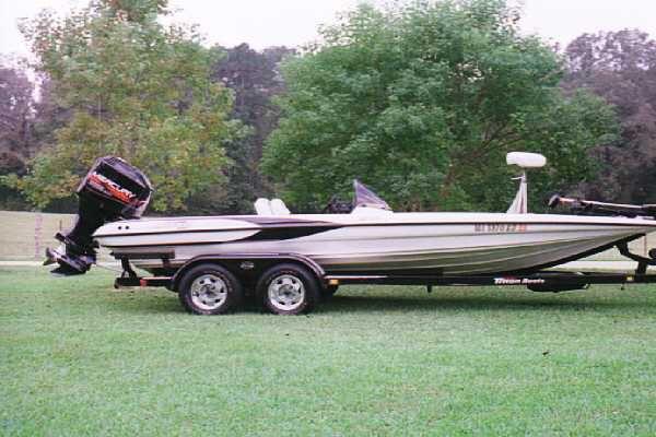 1999_Triton_TR_21_Bass_Boat_Mercury_225hp_EFI_Motor.jpg