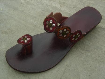 Ladies Leather Sandal With Beads Embroidery Little Bells - Open Sandals (Girls)