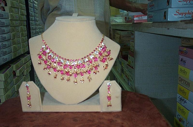 http://img.alibaba.com/photo/11260800/Jewelry_Set_In_Latest_Design.jpg