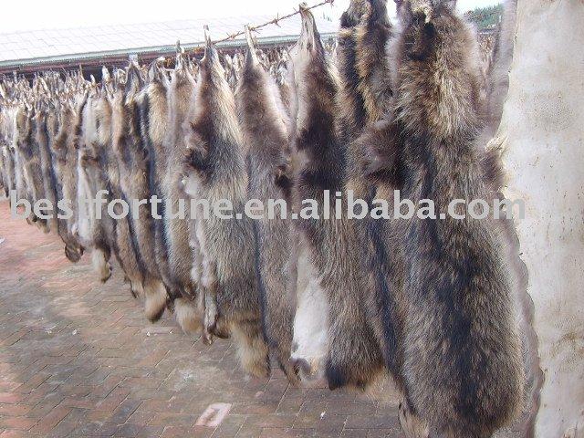 http://img.alibaba.com/photo/200777908/dressed_fur_skin.jpg