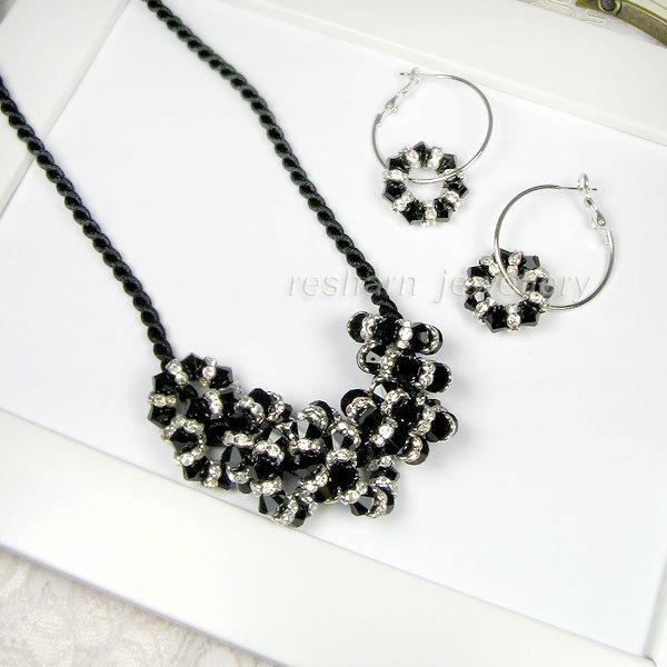 http://img.alibaba.com/photo/208309242/Fashion_Jewelry_Set.jpg