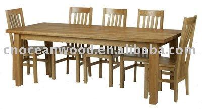 Massiccio tavolo di quercia per 12 posti tavolo in legno for Tavolo 12 posti