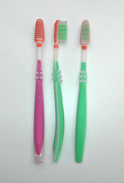 الاسنــــأإن Adult_Toothbrush.jpg