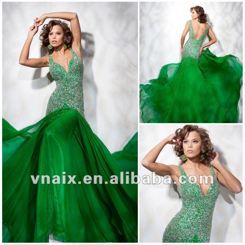 Зеленое шифоновое платье с белым кружевным воротником-пелериной