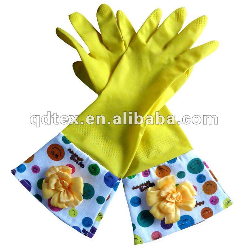 Des gants de caoutchouc l