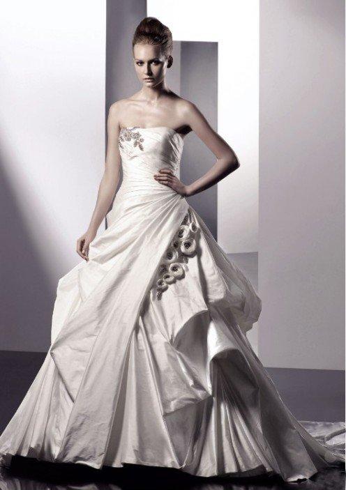 wedding dress designs 2011. celtic wedding dress patterns.