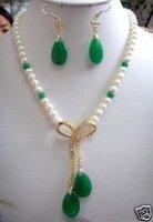 Nuevo diseño en blanco perla y collar de jade verde pendiente (China (continental))
