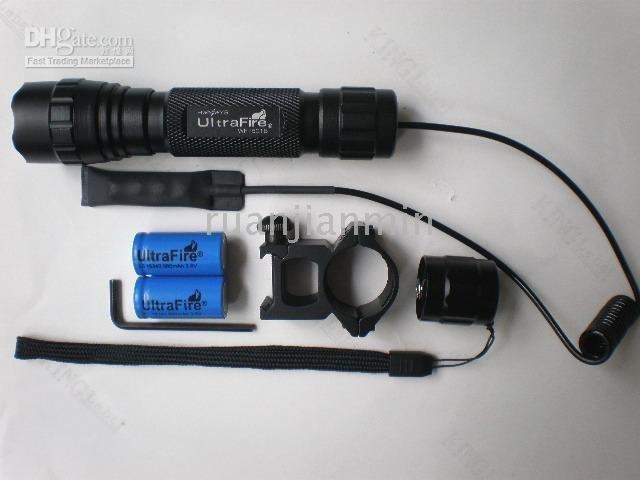 LINTERNAS ALTO RENDIMIENTO - Página 2 Wholesale-UltraFire-CREE-300Lumens-Tactical-Flashlight-Set-18650-battery-recharger