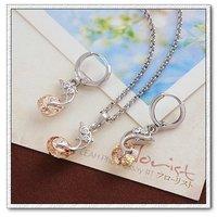 Moda delfines configuración joyas, cobre con platinado Conjunto de joyas CZ colgante y pendientes (twinset), un collar gratis (China (continental))