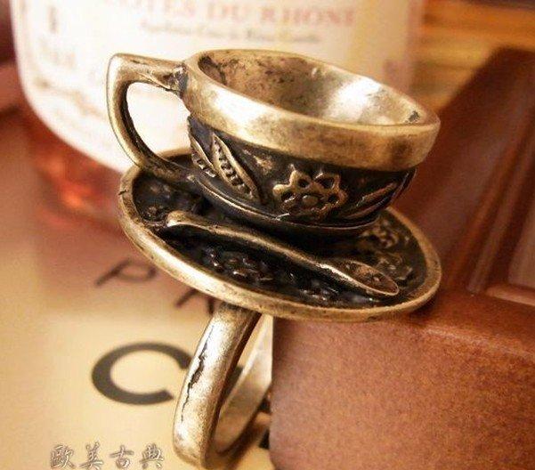 Elegant Vintage Retro Style Coffee Cup Ring