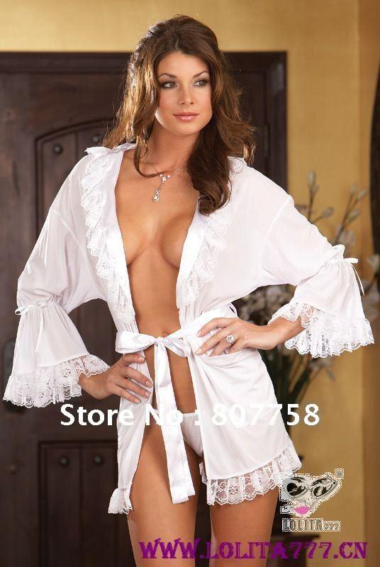фото женщины в халатике