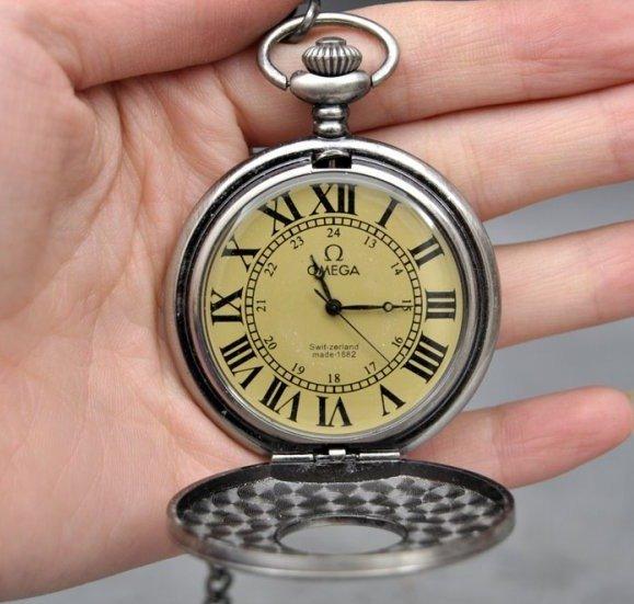В сотрудничестве с другими известными швейцарскими часовыми компаниями iwc создает механизм beta 21, который будет использован ею в х годах при разработке своих первых кварцевых часов.